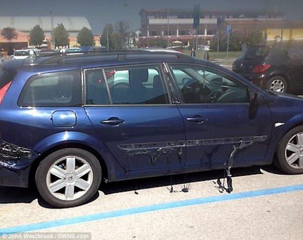 ついに暑さで自動車のパーツが溶け出す 被害車はルノー メガーヌ