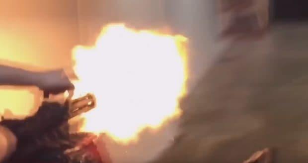 数千発分という脅威の手持ちガトリングガン「XM556」の威力が凄まじい
