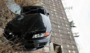 兵庫県三木市で22歳男性がR32 スカイラインGT-Rでフェンスを突き破り8m転落の事故!BNR32も運転手も重体