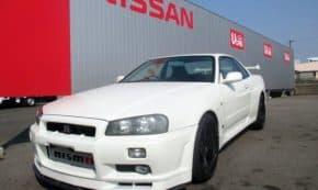 日産 R34 スカイラインGT-R(BNR34)が37.3万キロ走行・修復歴ありで555万円!ただし日産認定車