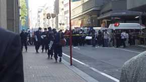 東京都御徒町駅近くの上野松坂屋前の路上で傷害強盗事件か!警察が封鎖して報道陣が集結