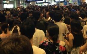 多摩川花火大会が雷雨のため中止!ゲリラ豪雨の会場や各駅が混雑でスゴいことに