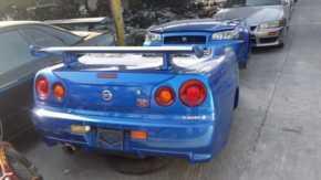 アラブの中古車屋にスカイラインGT-Rを中心とした大量の日本製スポーツカー!盗難車ではないかと話題に
