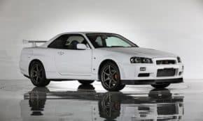 新車の「日産 R34 スカイラインGT-R(BNR34)」が2018年1月12日に登場!とんでもない値段が付きそう