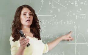 教員の銃携行検討へ!教員を訓練して武装する案も