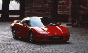 車のボディーカラー「レッド」は違法だった!使用禁止の車体色は何色?