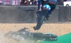 バイクレース「MotoGP」転倒したバイクの屍を飛び越えてスーパーセーブに成功した選手がスゴすぎる