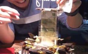 お金が無限に引き出せる最高の誕生日ケーキが登場!誰もがもらって一番嬉しい物それは「現金」