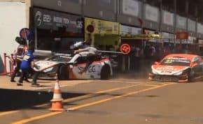 ストックカーレースのピットレーンで複数のスタッフが跳ね飛ばされる事故 3人が重軽傷