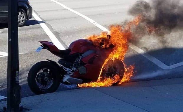 5分以上アイドリングすると炎上してしまうバイクが市販されていた 信号待ちで炎上も