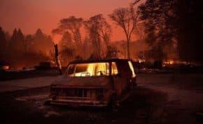 カリフォルニア山火事 まるで地獄の様な山火事から車で逃げる家族の映像がヤバすぎる