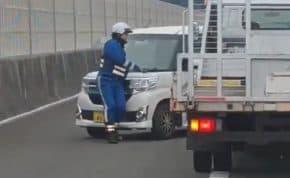 新東名高速道路で高齢者運転の軽自動車が大逆走!隊員の制止を無視して跳ね飛ばす
