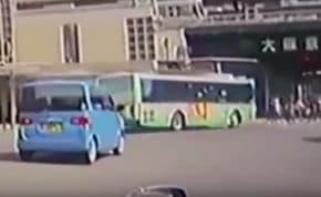 市営バスが横断歩道に突っ込み8人が死傷した神戸バス事故のドラレコ映像が公開される