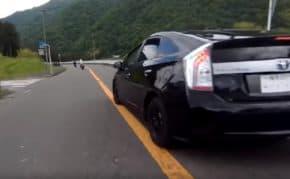 道志みちでプリウスがあおり運転やイエローカット強引追い越しの危険運転!やりたい放題のドラレコ映像