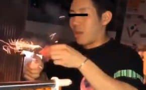 福岡市のマンションから爆竹を道路に投げて炸裂させる男女達の動画を公開!警察も捜査へ