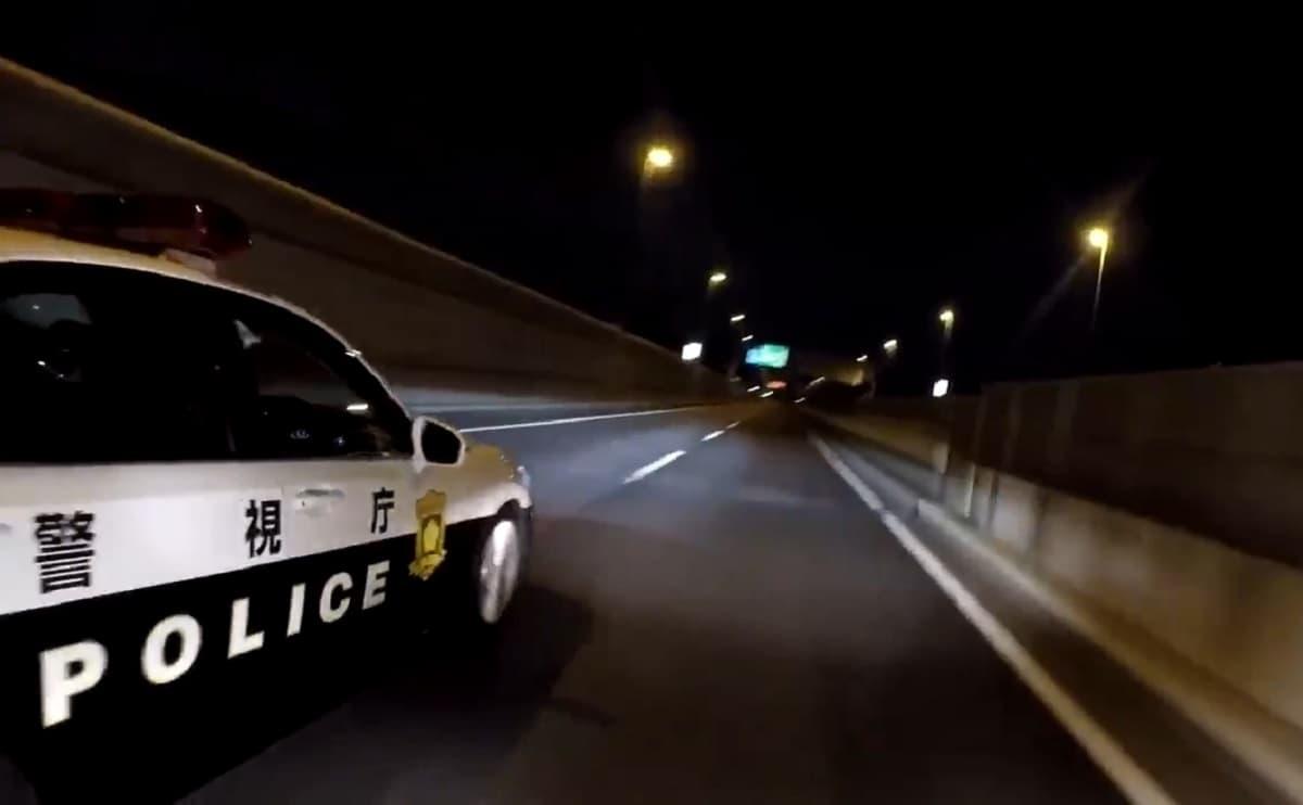 警視庁のパトカーをバイクが追い越そうとしたら幅寄せして危険なあおり運転!警察「てめぇ舐めてんじゃねぇぞくそバカが!」