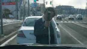 札幌で無理やり車を停車させてガラスを叩き恫喝するあおり運転!ガラケー女と宮崎役を1人で2役演じる