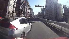 東京・中目黒の山手通りでヤバすぎるあおり運転のインサイトが当て逃げ!蛇行に幅寄せと危険運転のオンパレード
