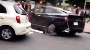 東京・新宿で警察に追われ暴走するプリウスミサイルが発射して着弾する事故!まるで狂おしく身をよじるように