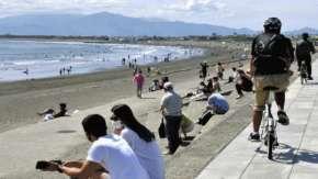 緊急事態宣言解除待ちきれず湘南に観光客殺到!GW比10倍の人で混雑か「自粛はもういいかな」「関西は解除されたし」