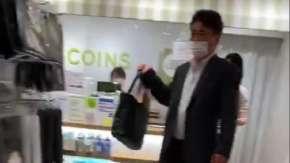 千葉県の3coinsで中年男性が店員を大声で恫喝!袋有料化でテープを貼られた事に怒鳴る
