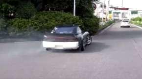 首都高・大黒PAでイキリドリフト!白昼堂々と危険運転する走り屋たち