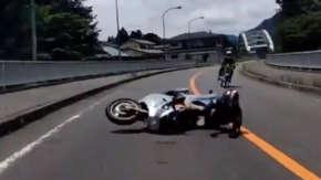 """<span class=""""title"""">絶対に避けられないバイクの正面衝突事故!「骨盤多発骨折、バイクは廃車」</span>"""