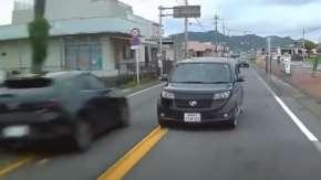 鹿児島県で対向車に危険なあおり運転を繰り返すヤバいbBが出現!クルマ版ひょっこり男か
