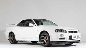 "<span class=""title"">新車未登録「R34 スカイラインGT-R(BNR34)」が6050万で落札!3年前の出品時から2850万円の値上げ</span>"