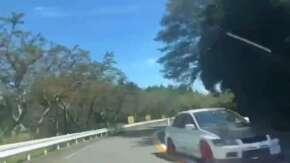 "<span class=""title"">箱根・ターンパイクでランエボ7が逆走する危険運転!対向車と衝突寸前で話題に</span>"