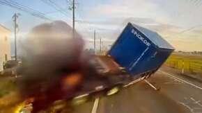 "<span class=""title"">新潟で乗用車がトレーラーに突っ込み大惨事の事故が発生!大型トラックなど4台が事故</span>"